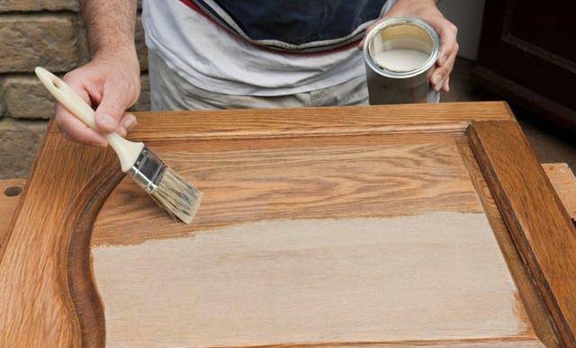 Использование краски для мебели из дерева